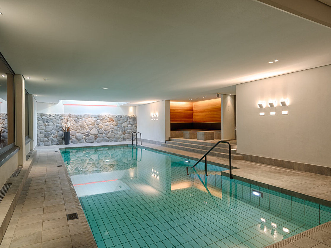 Pool in Hotel Bernerhof in Gstaad